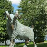 Скульптура барана - символа города Савонлинна.