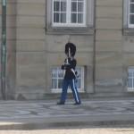 Копенгаген. Снимать смену караула у королевского дворца запрещено