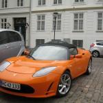 "На улицах Копенгагена увидели воочию электрический суперкар ""Tesla Roadster"""